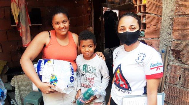 No-meio-da-crise-do-coronavírus,-Projeto-Ajudôu-distribui-100-cestas-básicas-para-alunos-carentes-de-escolas-municipais-de-Timóteo